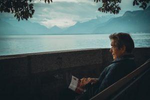 Cómo podemos auna persona con Alzheimer
